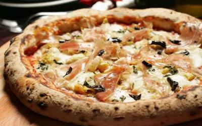 Pizza com alho negro – Graça di Napolli