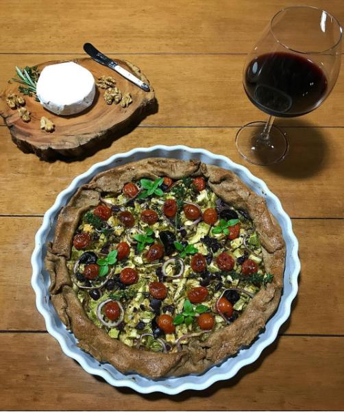 Torta rústica de legumes com alho negro