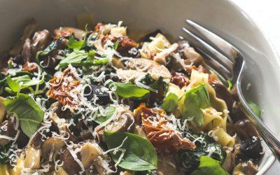 Cogumelo, Tomate Seco e Tagliatelle com Alho Negro
